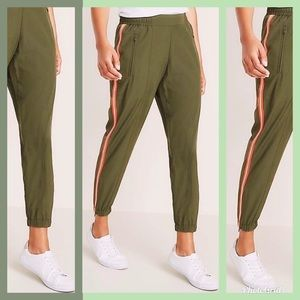 NWT MID RISE SIDE STRIPE JOGGERS